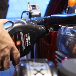 ep13 04 Harley softail oil change